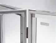 Magnet sealing door